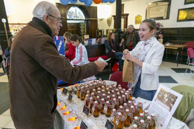 Young entrepreneur sells her chilli oils | Children's Business Fair UK